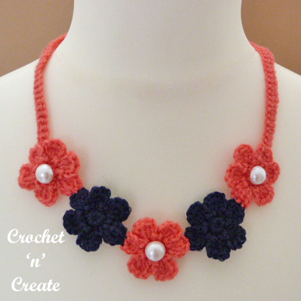 small flower necklace-600a