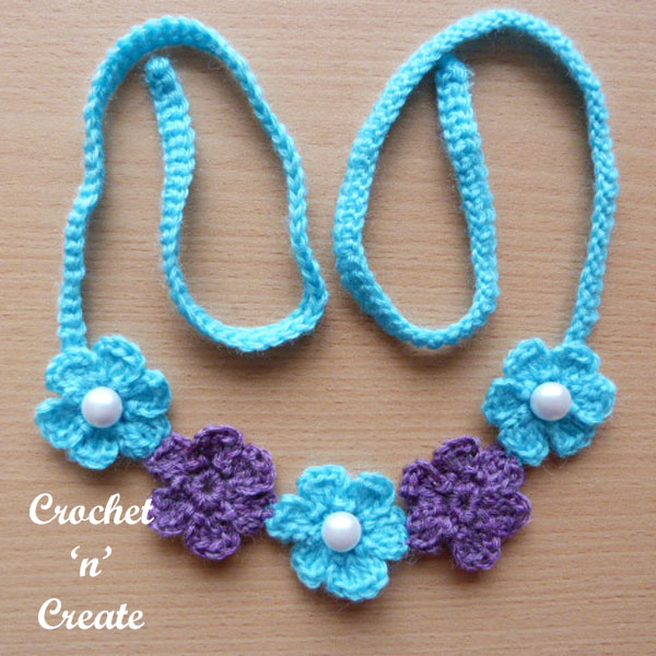 small flower necklace-600d