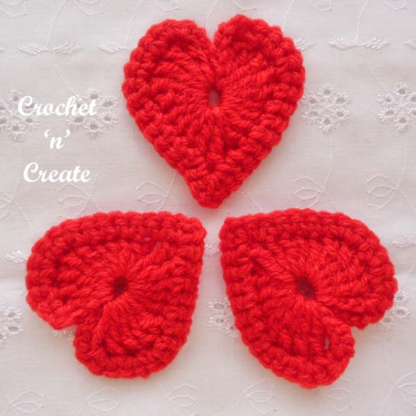 Free love heart motif pattern