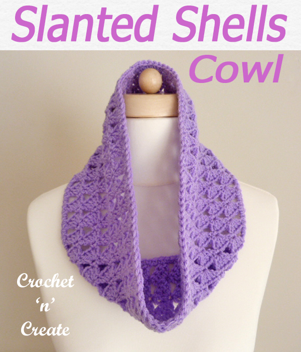 This free slanting shells cowl crochet pattern is made in light worsted yarn and is a lovely alternative for a scarf. CLICK and scroll down the page for the pattern. | #crochetcowl #crochetscarf #scarf #crochet #howto #crochetpattern #freecrochetpattern #easypattern #freepattern #forbeginners #diy #crafts #crochetaddict #followforcrochet