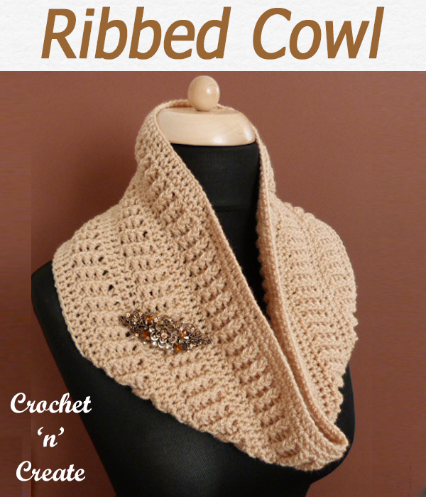 Free crochet pattern for ribbed cowl, worked in the round, it is quick to crochet and can be made in a few hours. CLICK and scroll down the page for the pattern. | #crochetcowl #crochetscarf #scarf #crochet #howto #crochetpattern #freecrochetpattern #easypattern #freepattern #forbeginners #diy #crafts #crochetaddict #followforcrochet