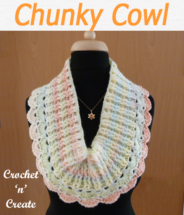 Free chunky cowl crochet pattern, I have used a variegated yarn but it would look good in one color too. CLICK and scroll down the page for the pattern. | #crochetcowl #crochetscarf #scarf #crochet #howto #crochetpattern #freecrochetpattern #easypattern #freepattern #forbeginners #diy #crafts #crochetaddict #followforcrochet