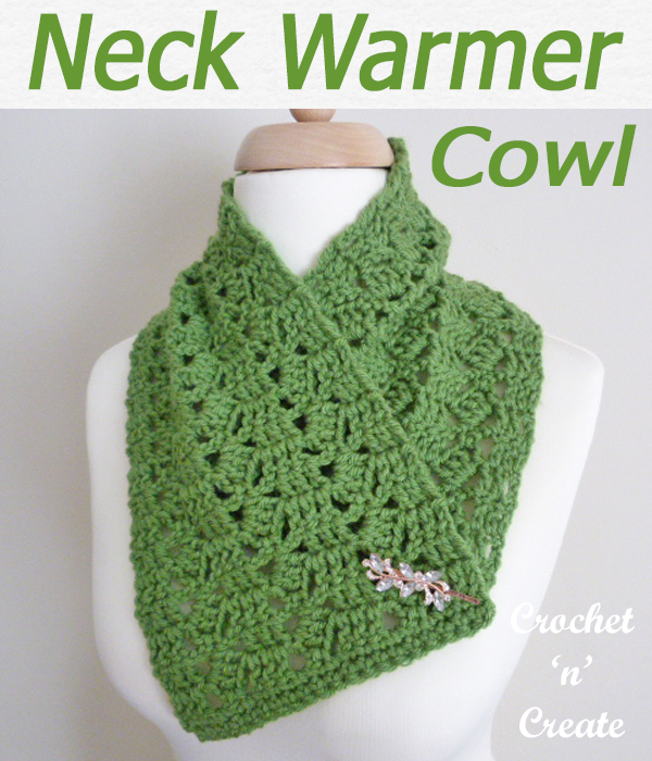 A cozy wintery cowl neck warmer pattern free crochet pattern, crochet for your own personal use or make and sell. CLICK and scroll down the page for the pattern. | #crochetcowl #crochetscarf #scarf #crochet #howto #crochetpattern #freecrochetpattern #easypattern #freepattern #forbeginners #diy #crafts #crochetaddict #followforcrochet